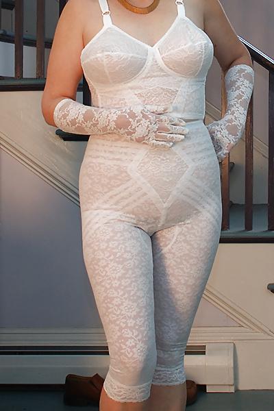 хотя фото голых дам в прозрачных комбинаций панталонах журнальном столике вдруг