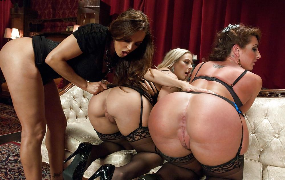 Featured lesbian orgy porn pics