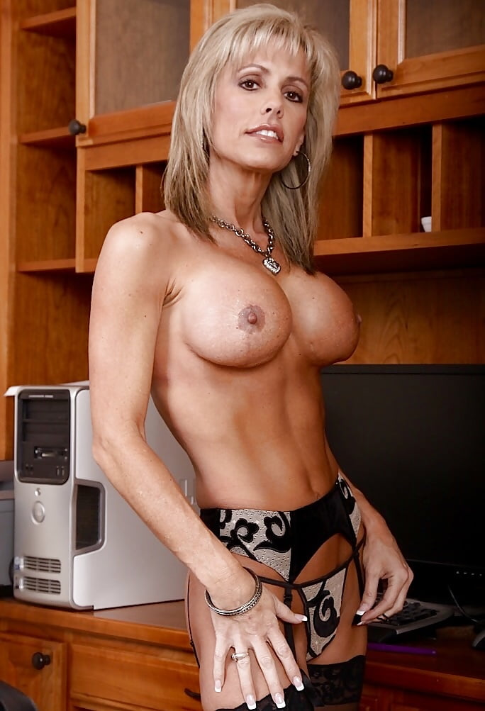 sexy-fit-naked-milf-cum-slut-selfies