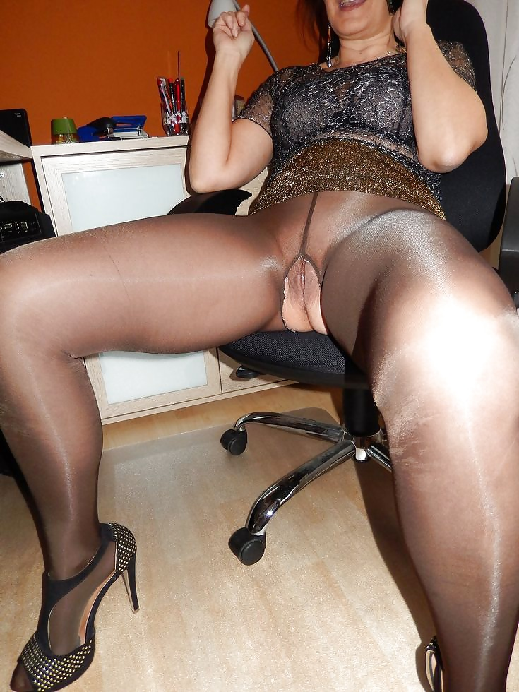 Nyloner private photos of gorgeous milf in pantyhose