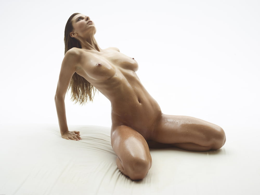 captions-very-naked-oil-athletic-women