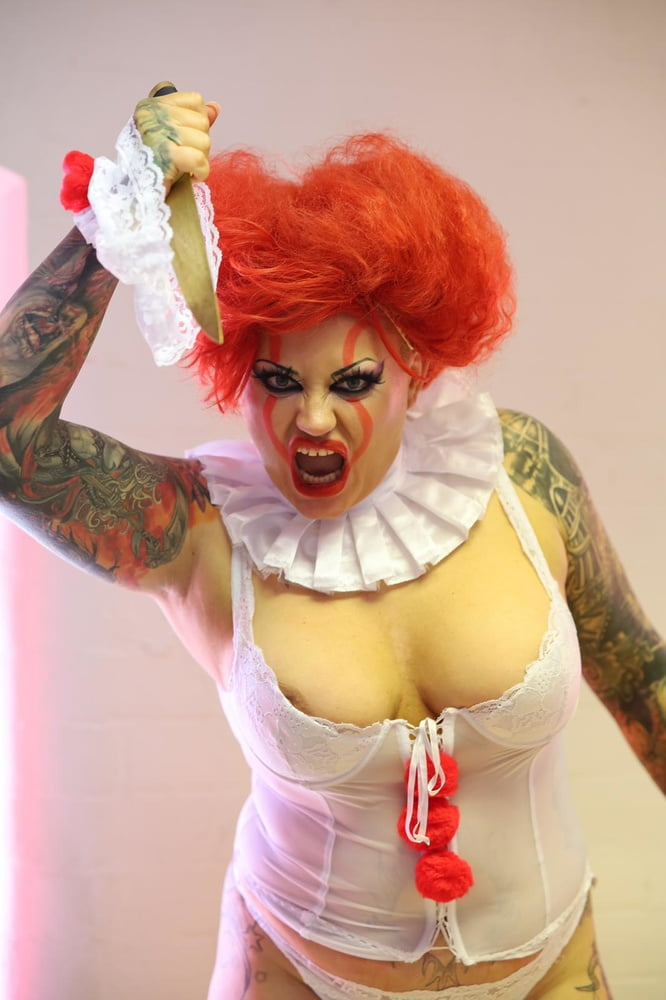 IF PENNYWISE WAS A WHORE - 52 Pics