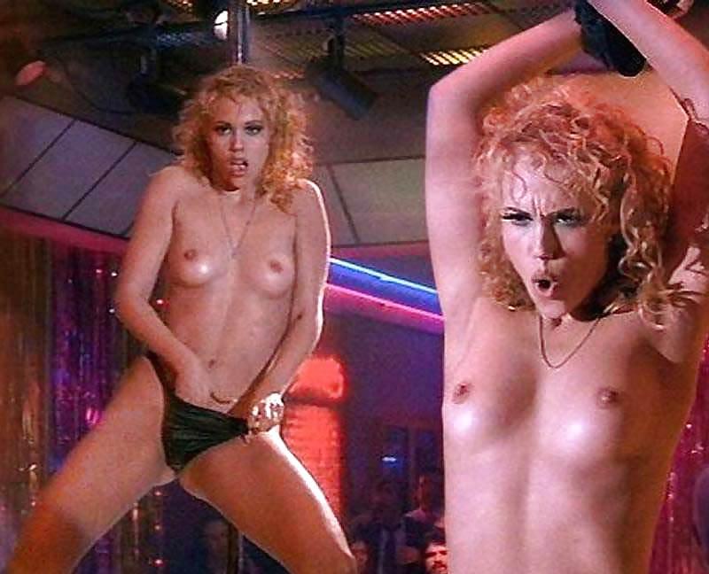 showgirls-pussy-scenes