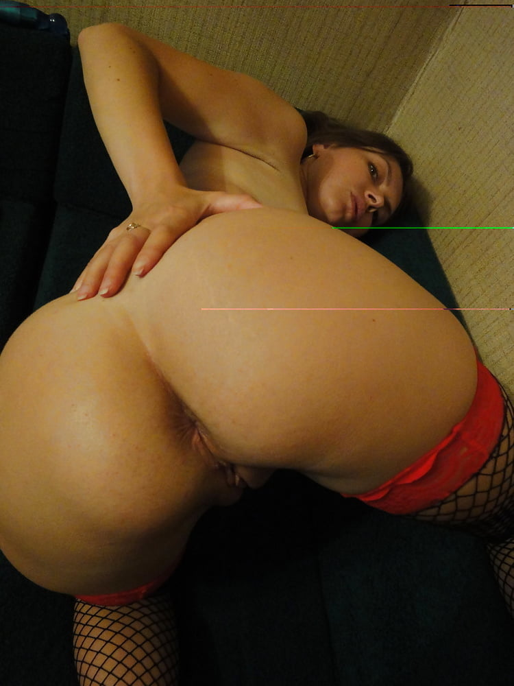 Milfs - Show their asses and pussies 71 - 46 Pics
