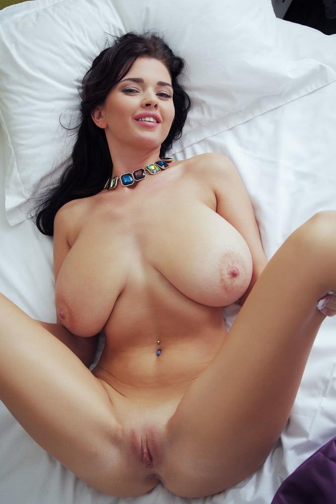 Sha Rizel Hot