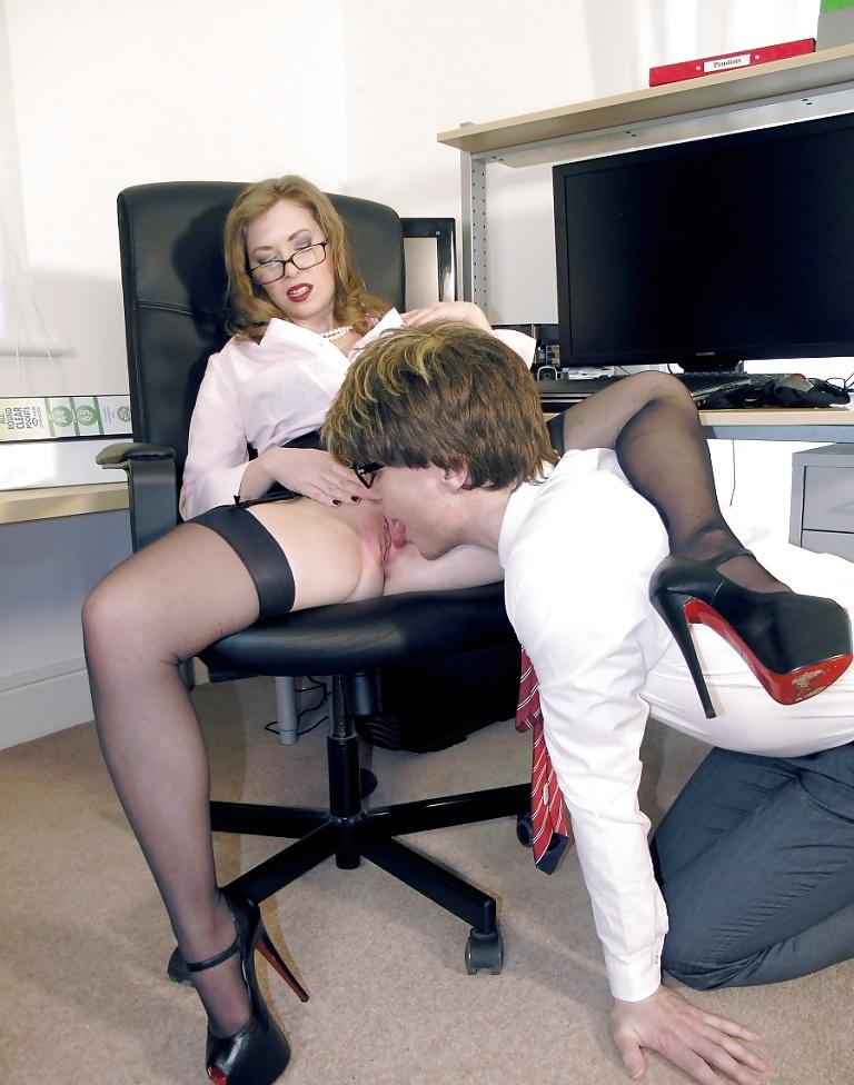 Порно Лизун Под Столом