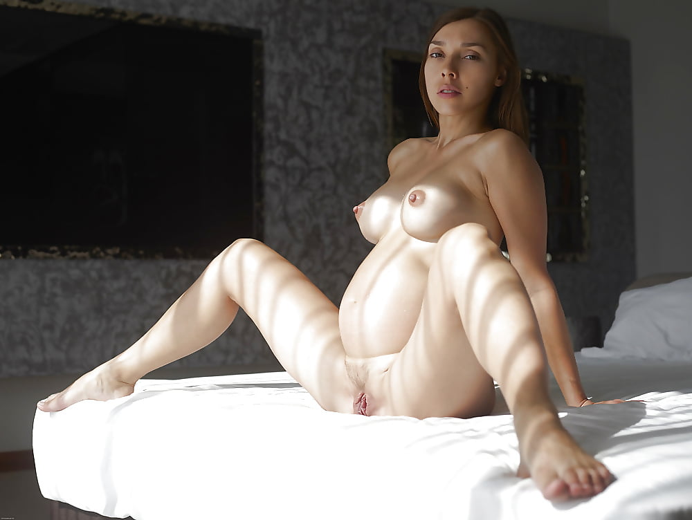 Erotic naked pregnant massage — photo 4