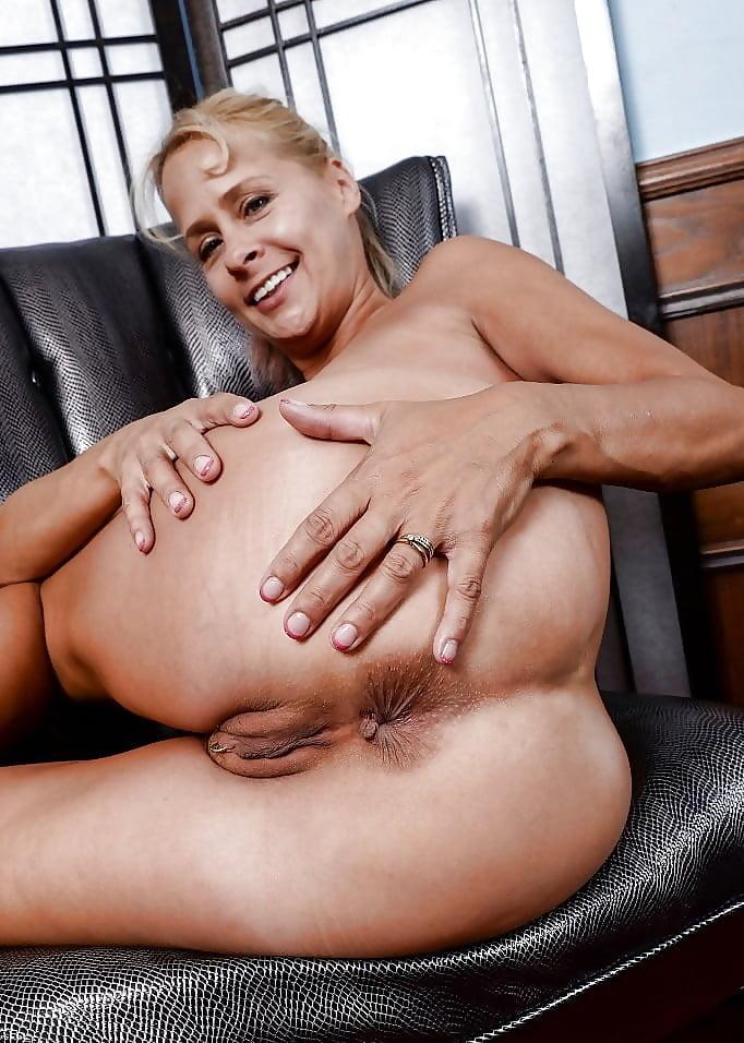 Mature spread ass