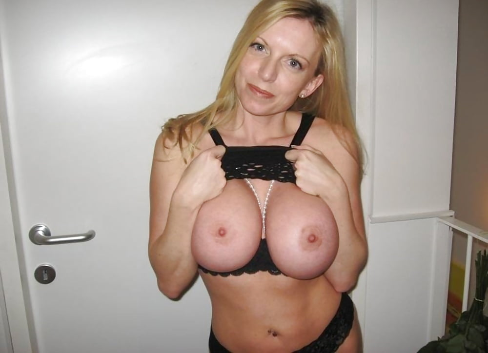 Perfect Huge Breasts Mom