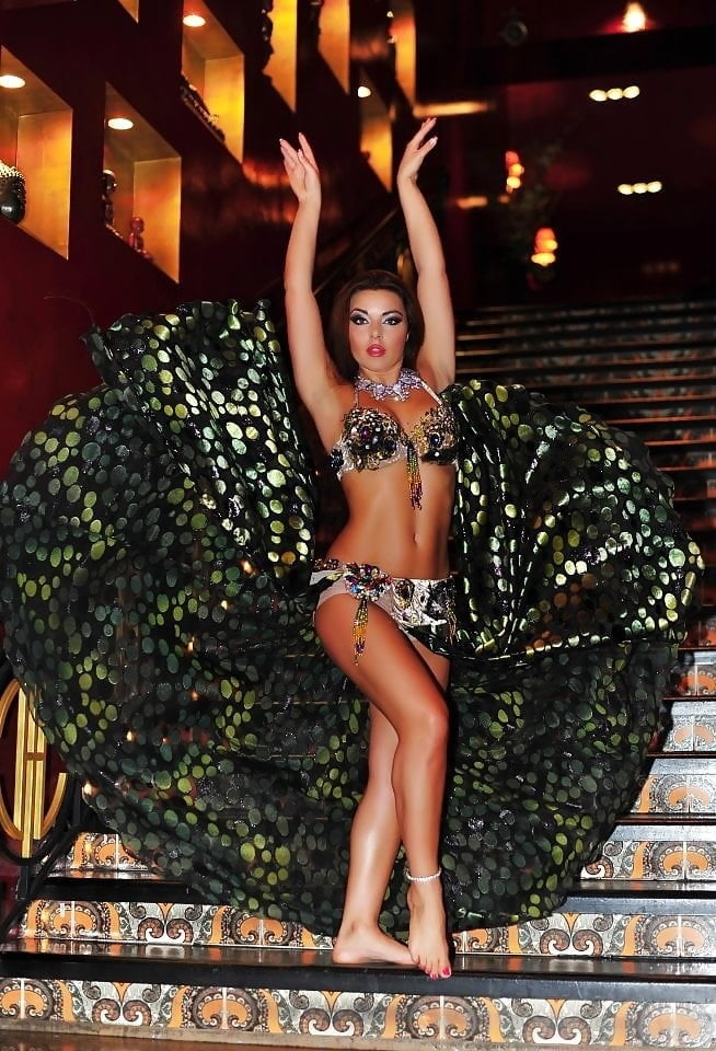 Sexy Bell Dancers !! - 43 Pics