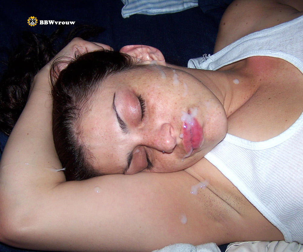 Cumshot on passed out girl