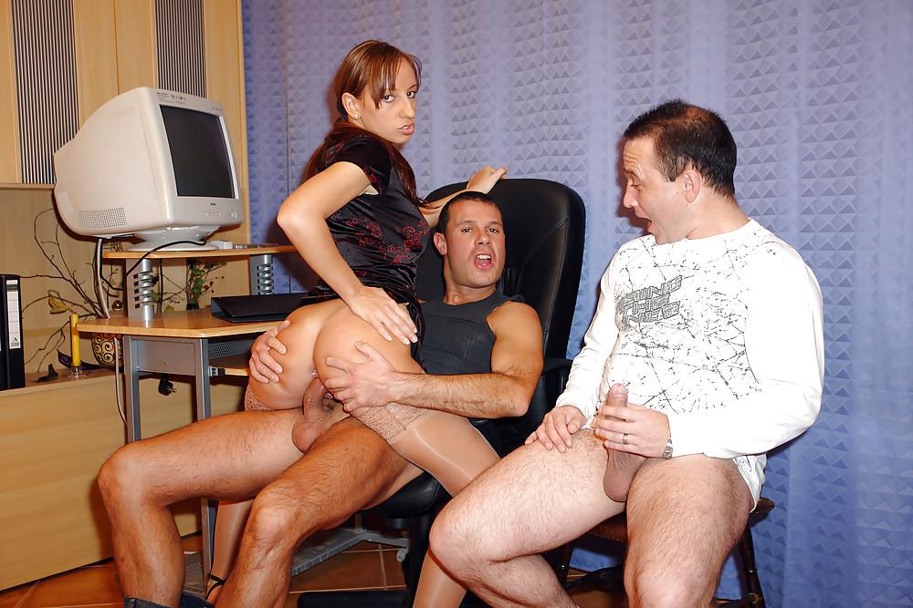 Жену ебут прямо на работе смотреть порно, смотреть порно онлайн ебется с рычагом кпп