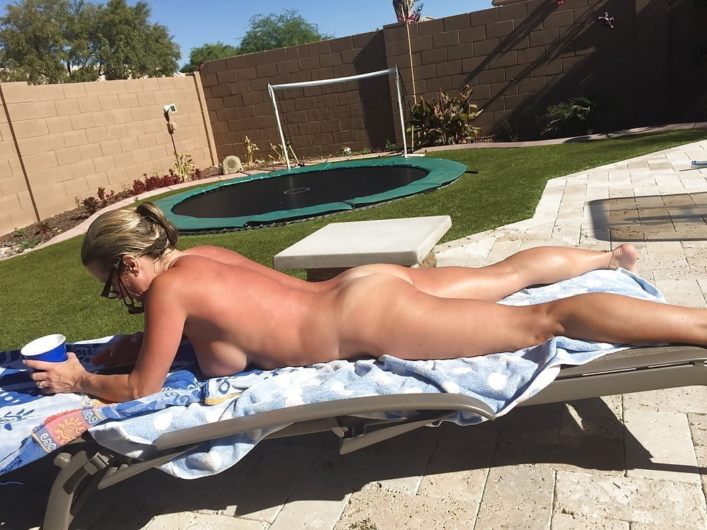 Caught This Teen Girl Naked In My Backyard