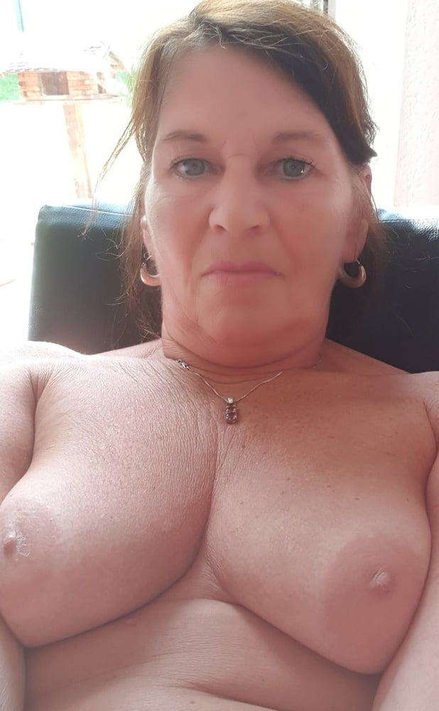 Schlampe Tittensex Sexspielzeuge Handjob
