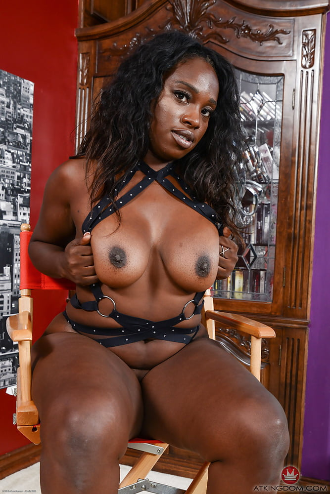 ebony-big-chested-naked-pics