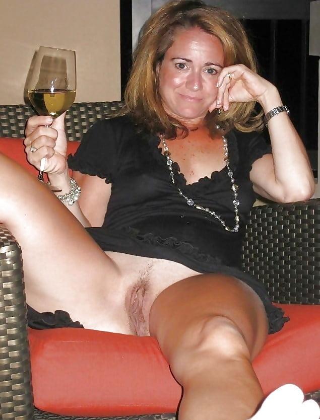 Housewife upskirt no panties