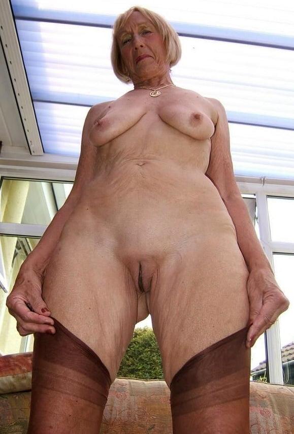 Older women legs pics