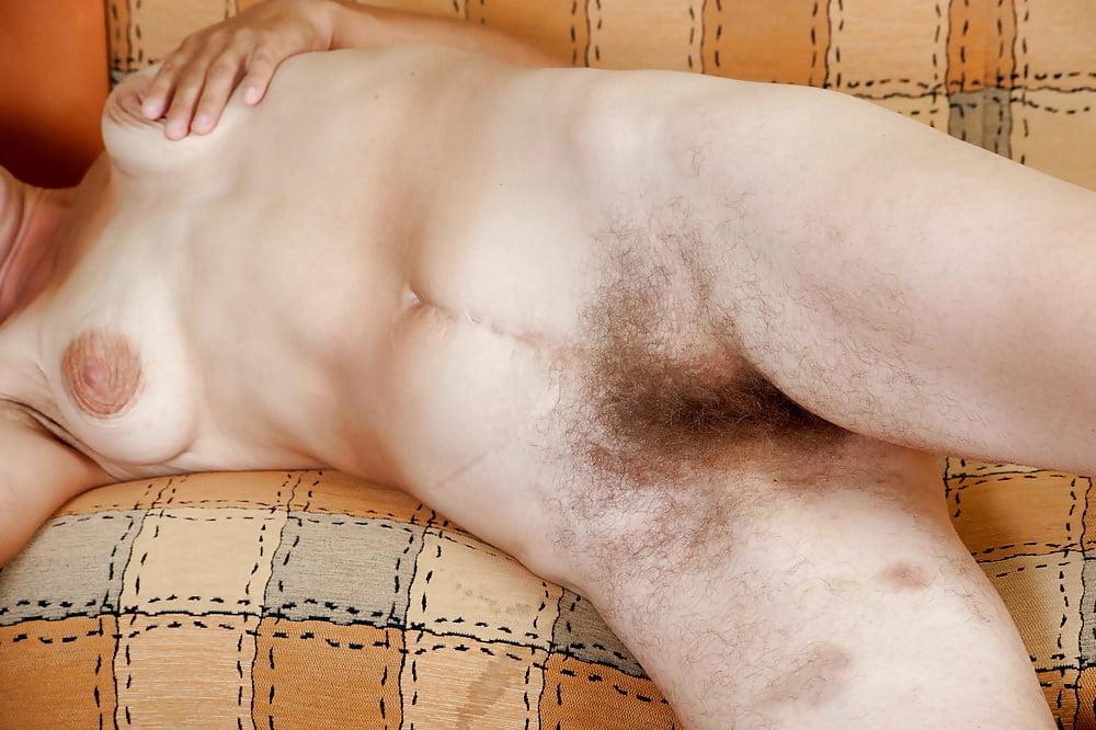 Bodybuilderin Vollbusige Cockold Handjob