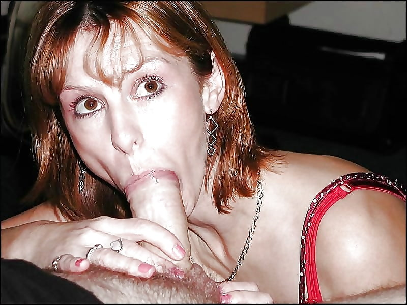 Oraljessie milf doing a blowjob in a free show
