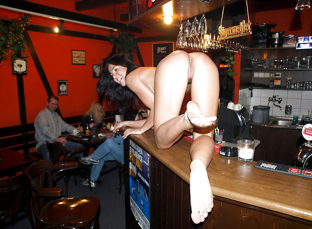 pics-sex-in-a-bar