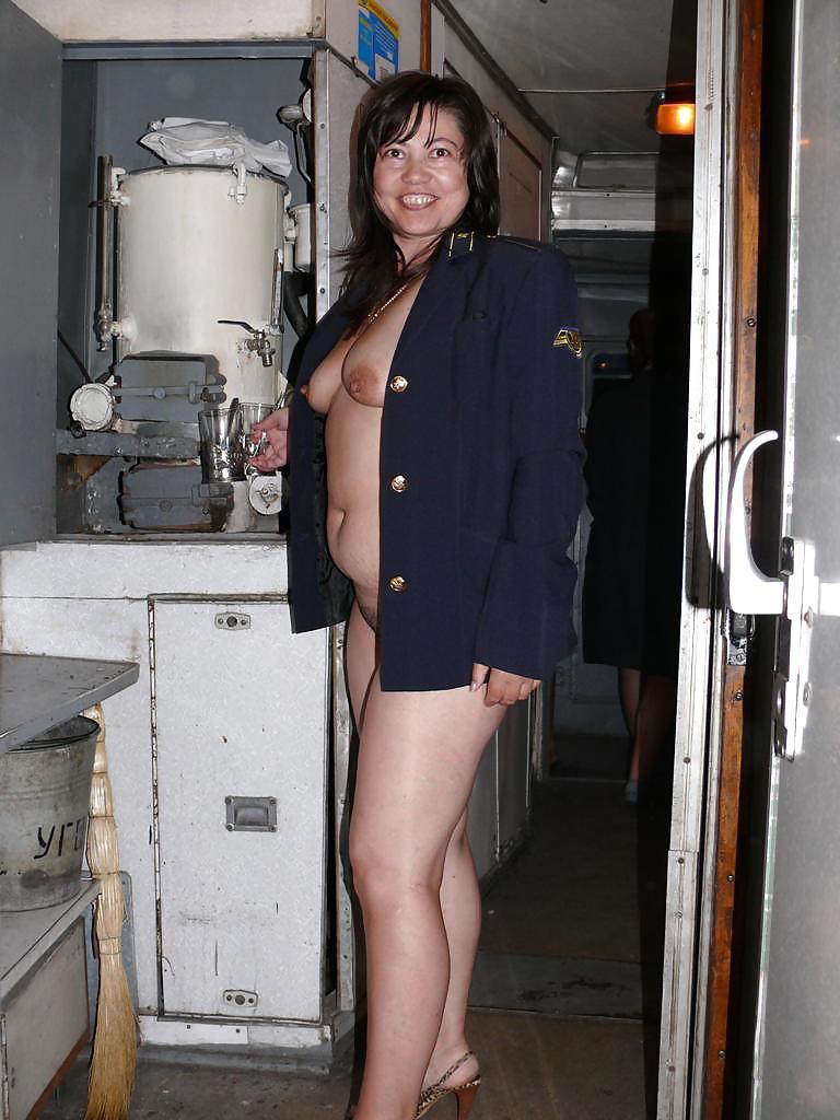 porno-seksualnie-provodnitsi-foto-vk-zamuzhnyuyu-babu-samaya