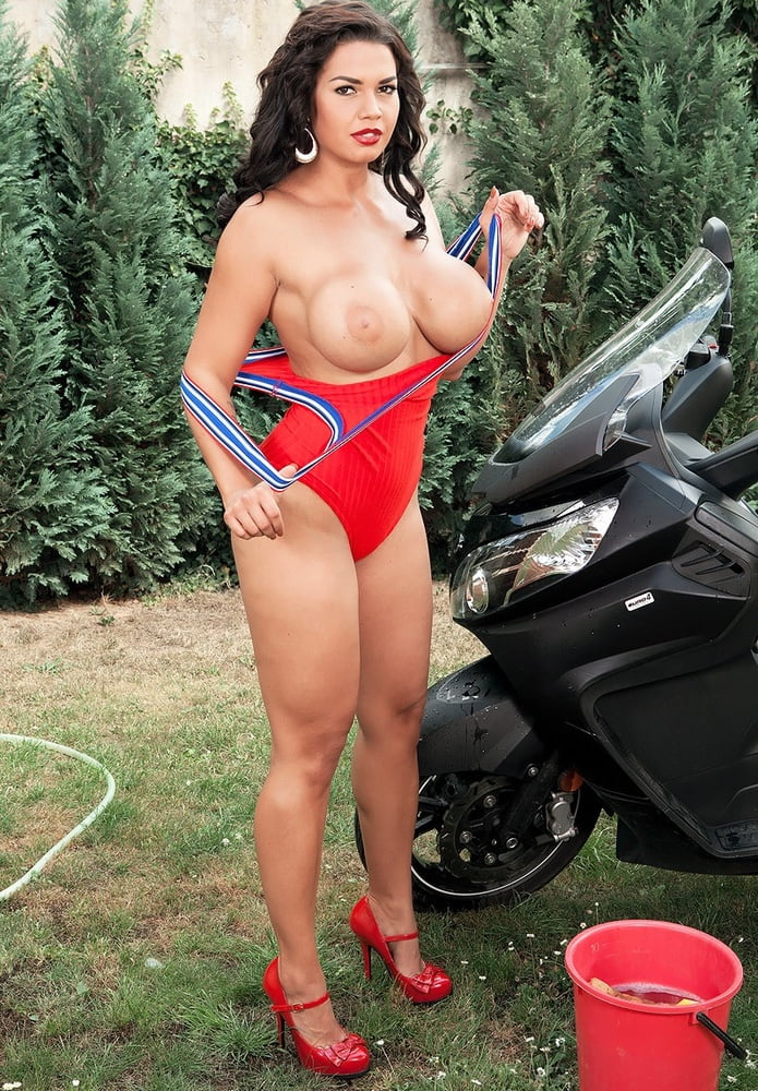 Chloe Lamour - Sexy Brunette with Big Boobs - 57 Pics