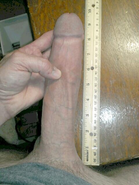 большой пенис фото с линейкой охотно