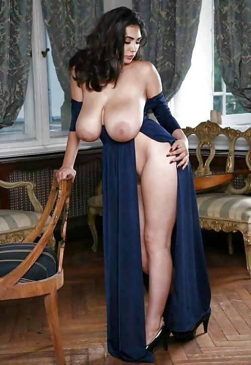 Lady large nude