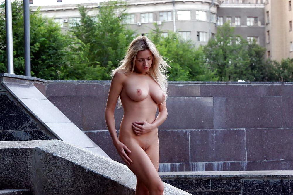 proniknovenie-porno-foto-golih-harkovskih-pisek-spyashie-suchki-foto
