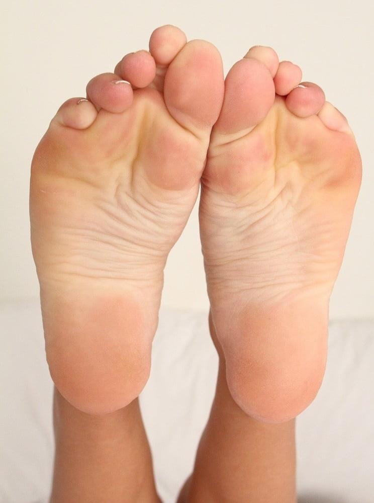 Leigh feet kennedy Who is
