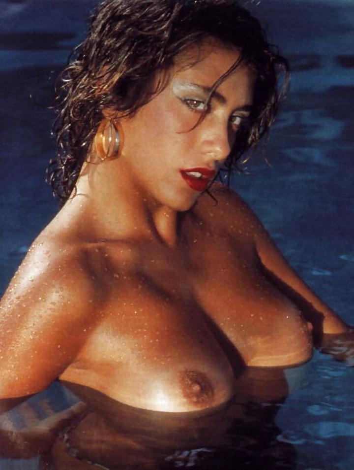 Kathleen Robertson Nude Fakes