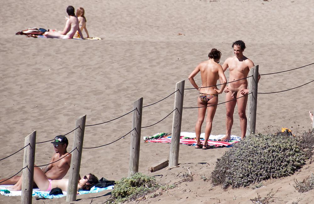 член встал на пляже фото всё