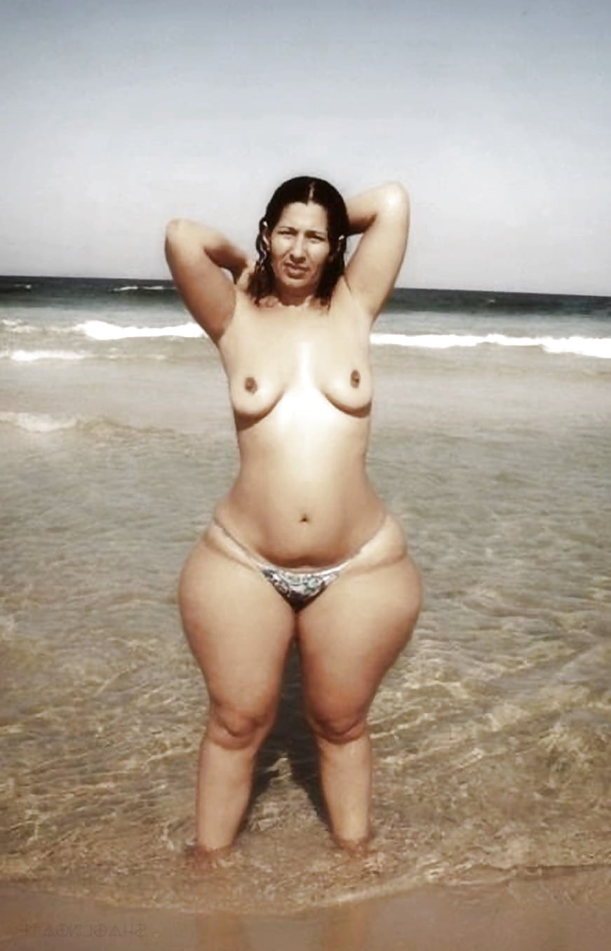 Wide hips desi nude — photo 7