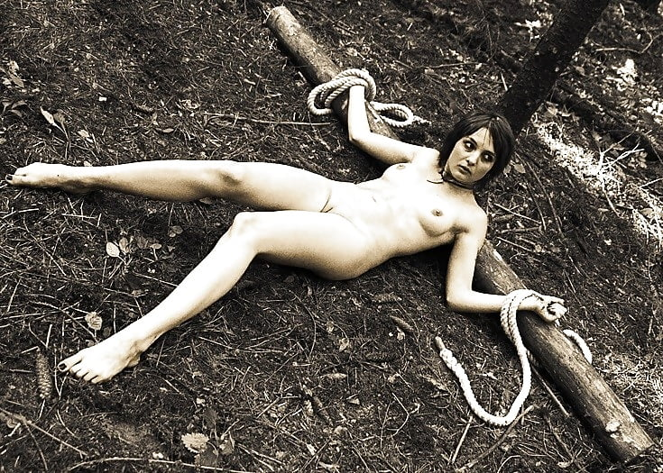 Nude girl with scare