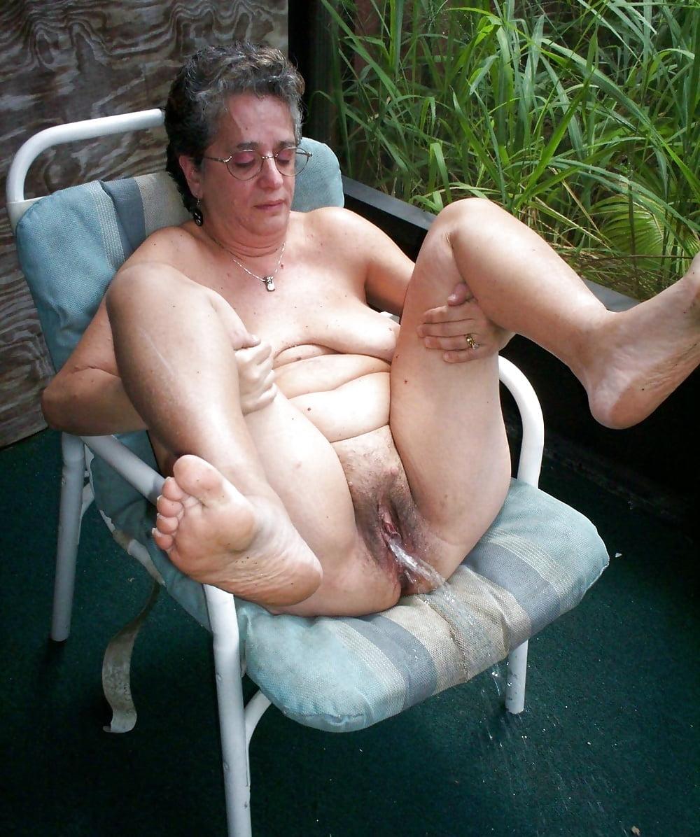 Oma Fotzen mit schlaffen Titten