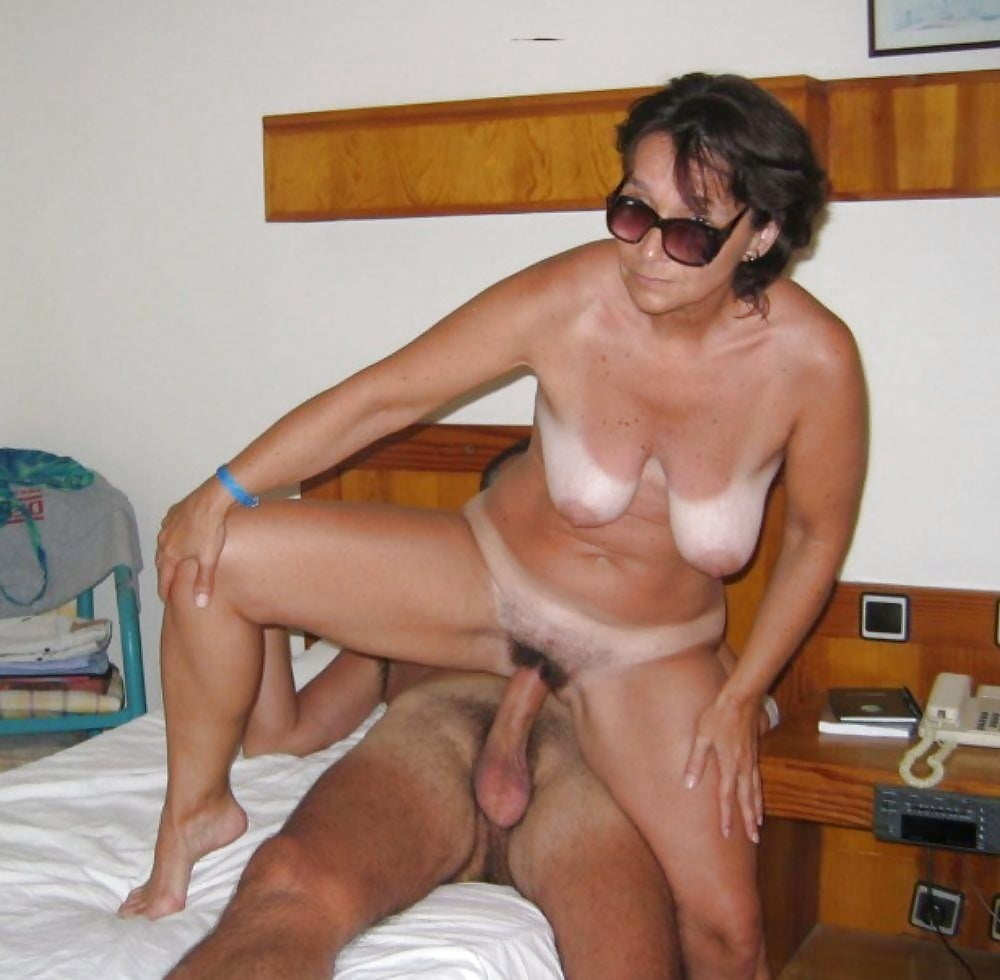 Real mom nude fucking, exposed nipples porn