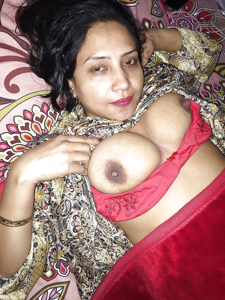 Beautiful bengali girl s nude shower photo leaked by boyfriend