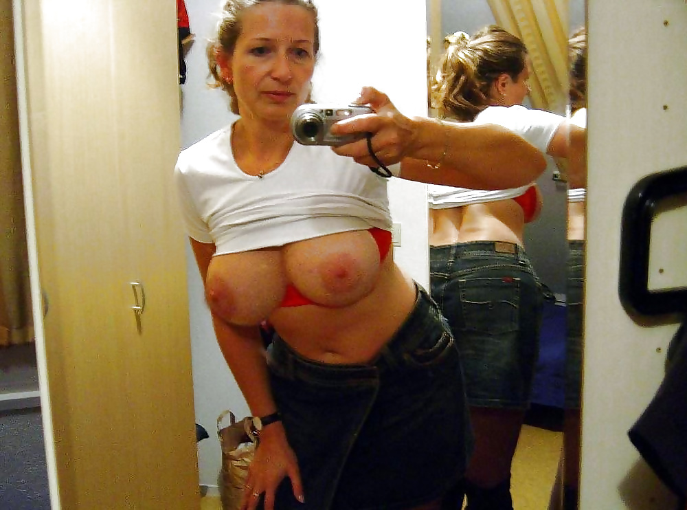 Naked mature mom selfies — 2