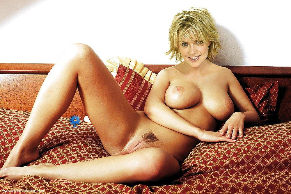 Amanda Tapping Nude