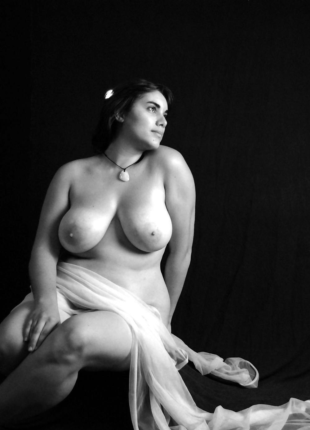 Beautiful Plus Size Nude Curvy Women