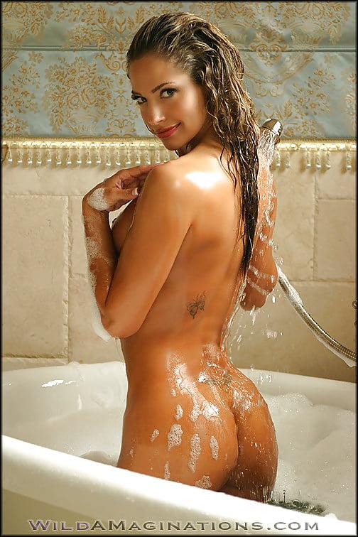 sexy-black-girls-nude-bath-in-bubbles