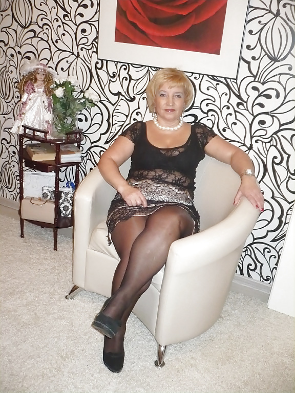 Russian mature with sexy legs! amateur!