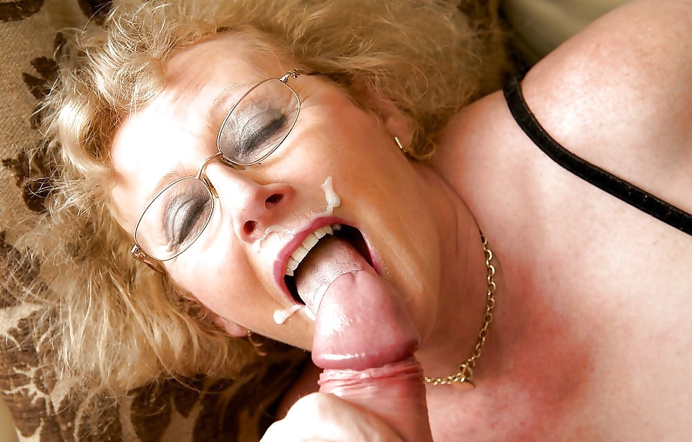 Mature granny cum mouth