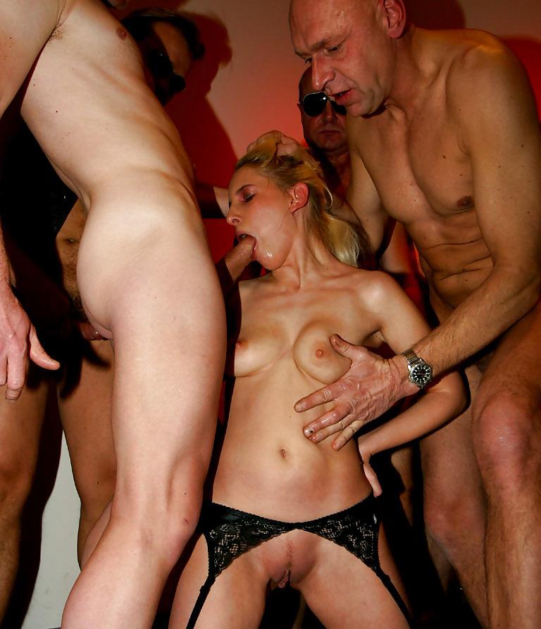 как мою жену сделали блядью толпа мужиков порно