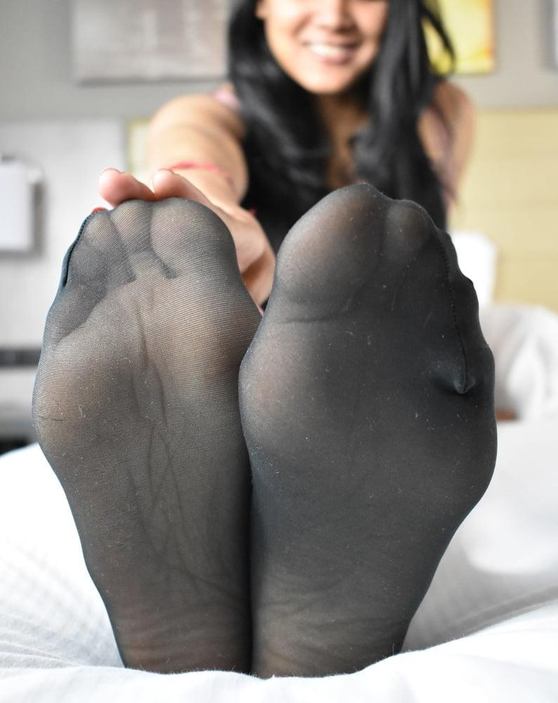 pinay-pantyhose-feet