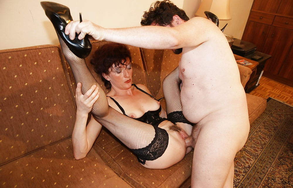 Kinky mature woman likes to have hardcore sex