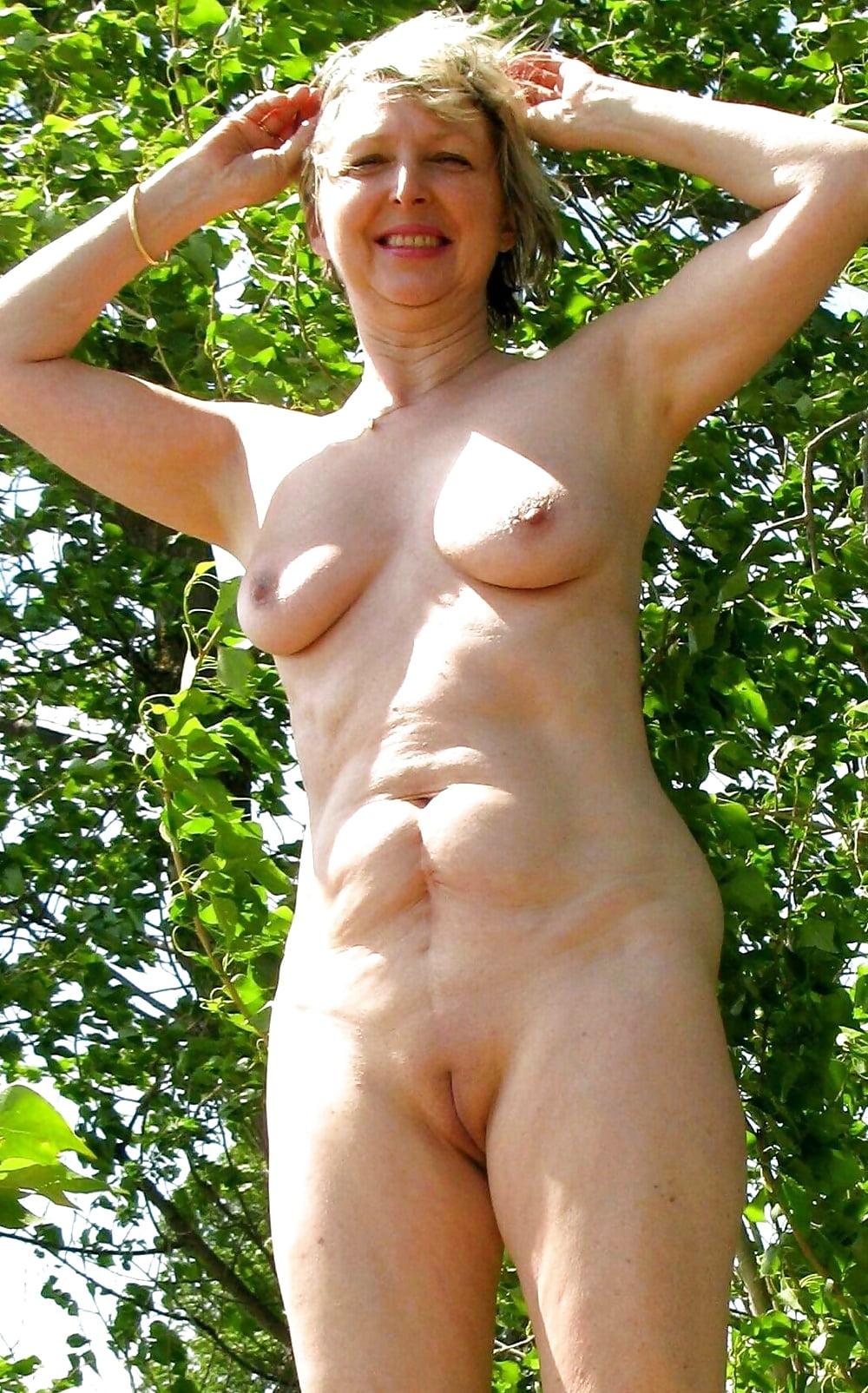 naked-granny-outside-pics