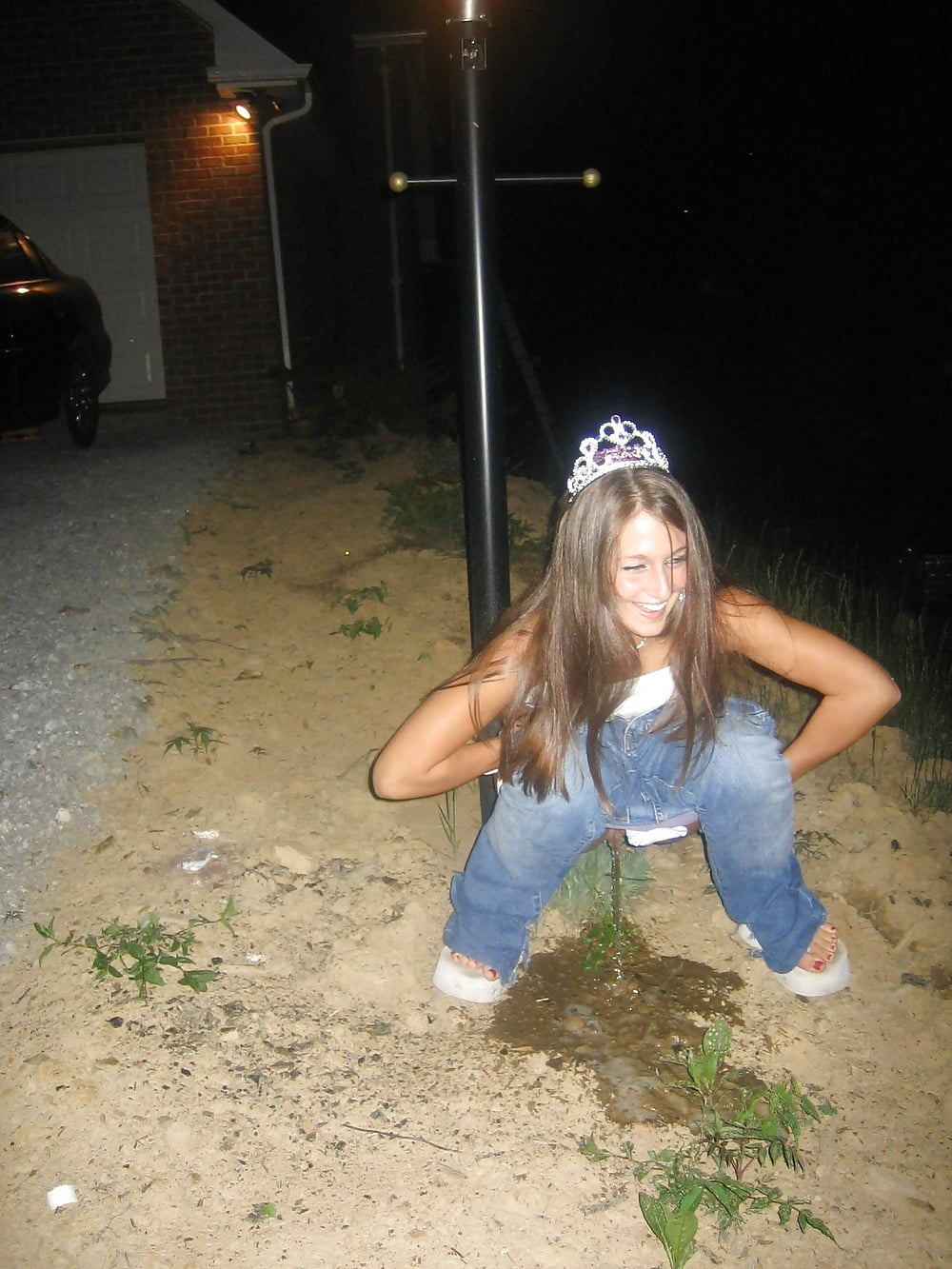 Girl pee public