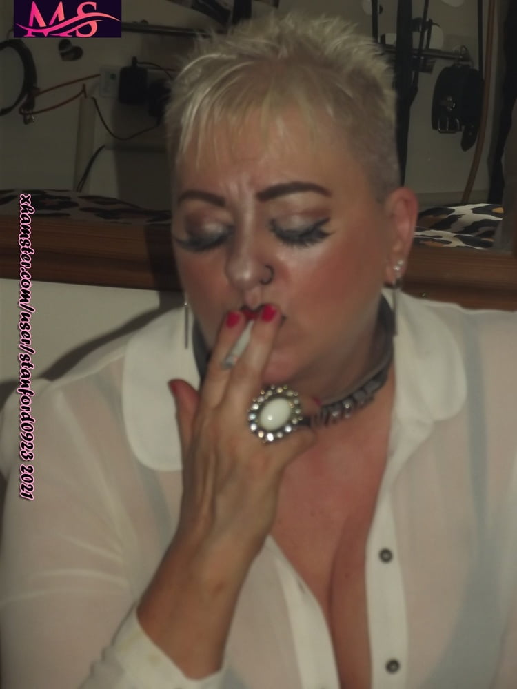 WHORE GETTING READY FOR PUNTERS - 107 Pics