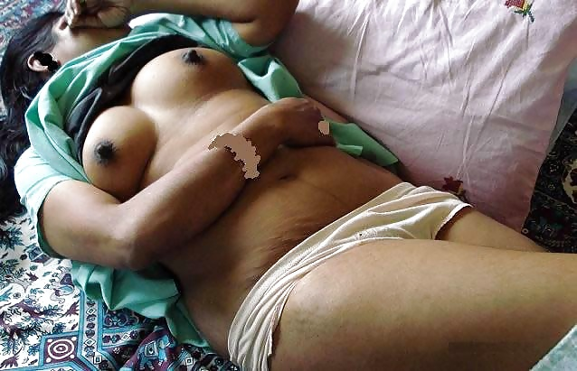 Indian hot girls sleep nude — pic 1